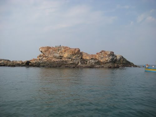 Kavda Rock Island with Breakfast and Lunch - Tour