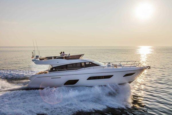 Luxury Power Yacht Ferretti 550 - Tour