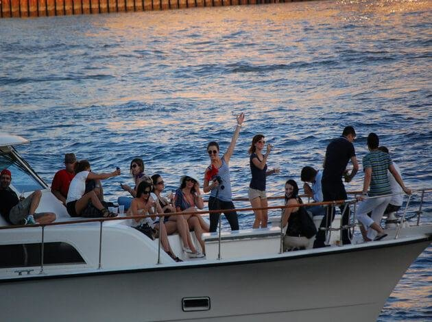 PRIVATE BOAT PARTY CRUISE IN GOA - Tour