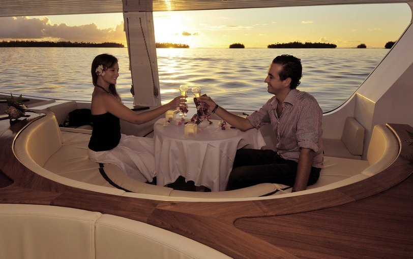 EXCLUSIVE DINNER FOR COUPLE CRUISE - Tour
