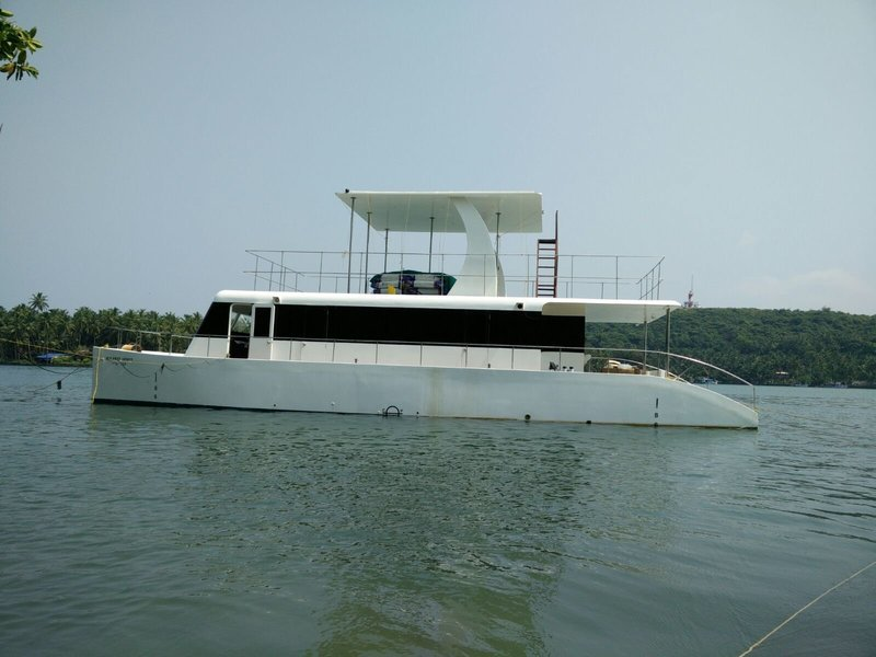 Family Yacht - Yacht Hire in Goa - Tour