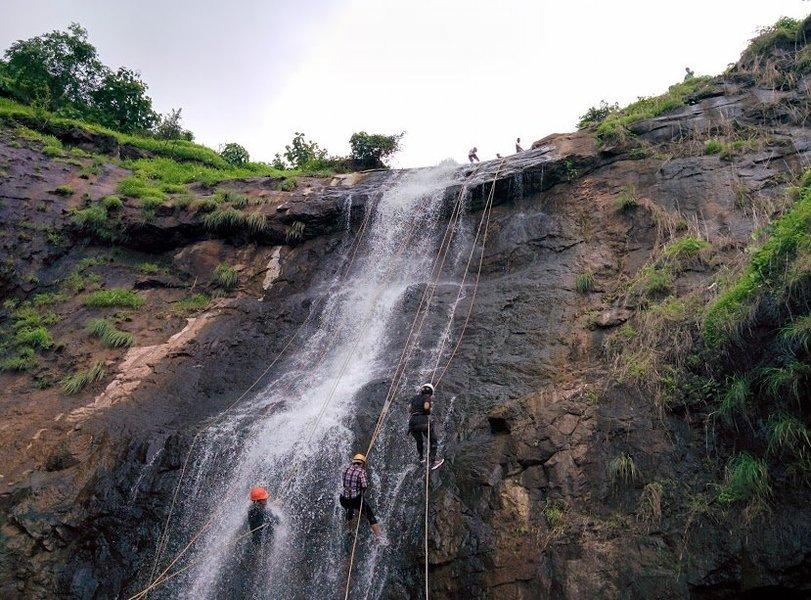 Diksal Waterfall Rappelling - Tour