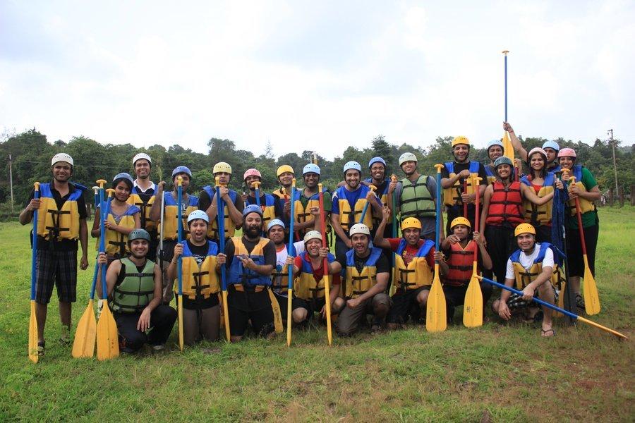 Weekdays | Rafting + Lunch + Activities @ Hans Resorts - Tour