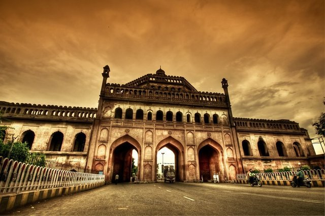 LUCKNOW - Collection