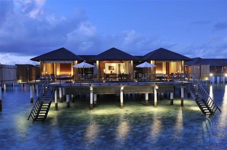Paradise Island Water Villa - Tour