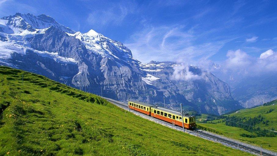 Couples Special Swiss & Paris - All Inclusive - Tour