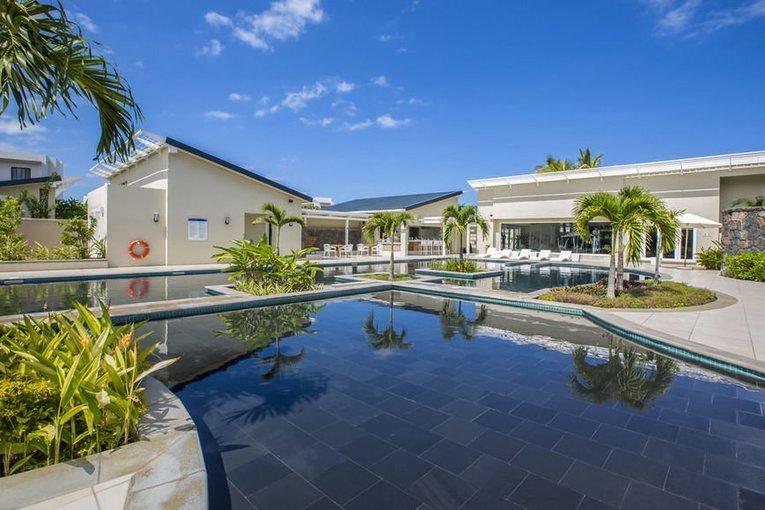 Honeymoon at Radisson Blu Azuri Resort & Spa - Tour