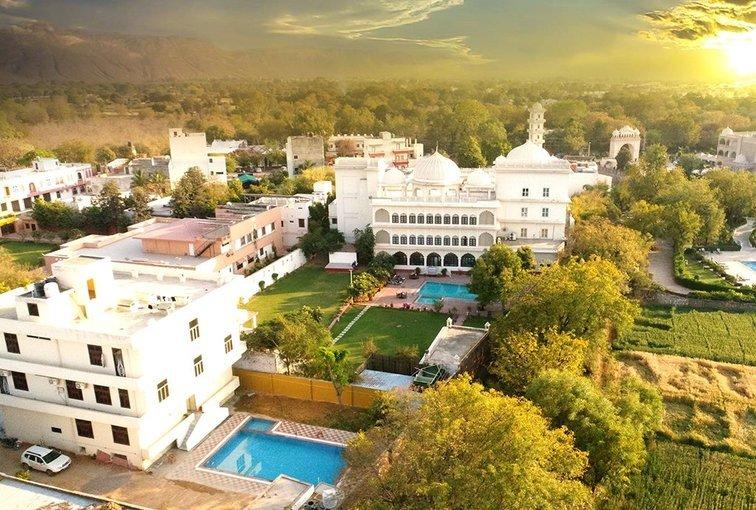 Anuraga, A Treehouse Palace Hotel - Tour
