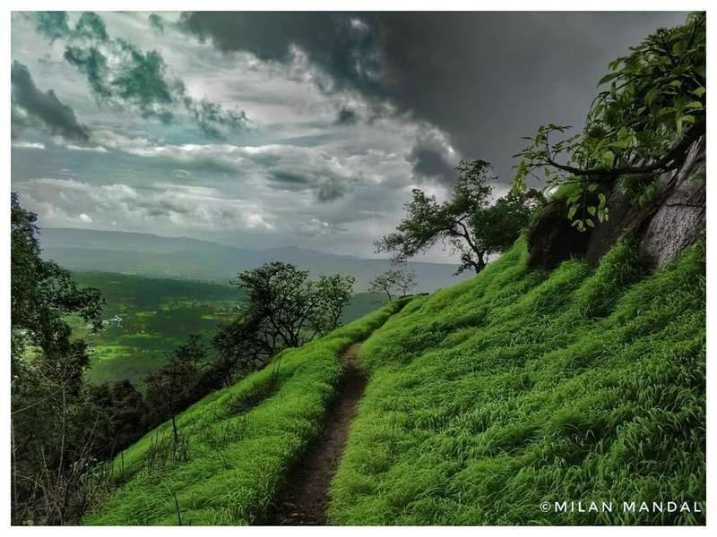 Manikgad Monsoon Trek - Tour