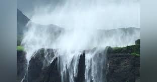 Mist trail to Reverse Waterfall & Glimpse to Sandhan Valley. - Tour