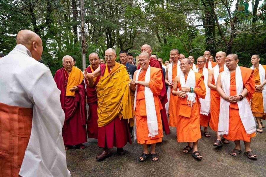 Dalai Lama Divine Teachings Tour - Tour