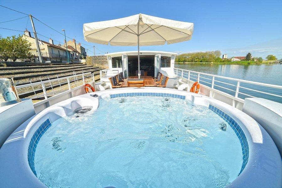 Enchante Finesse Barge - Tour