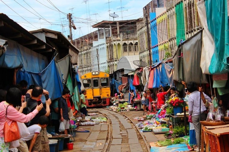 Risky Market (Maeklong Railway) & Amphawa Floating Market, Sightseeing in Bangkok - Tour