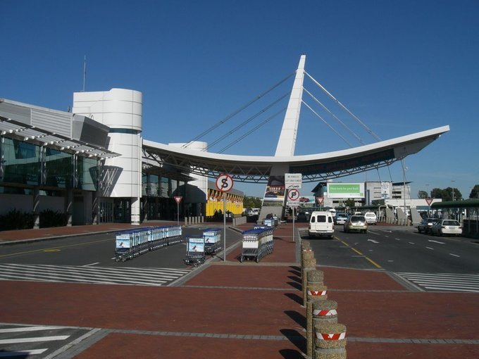 Airport Transfers from any Cape Town Hotel to the Airport, Luxury Private Transfers in Cape Town - Tour