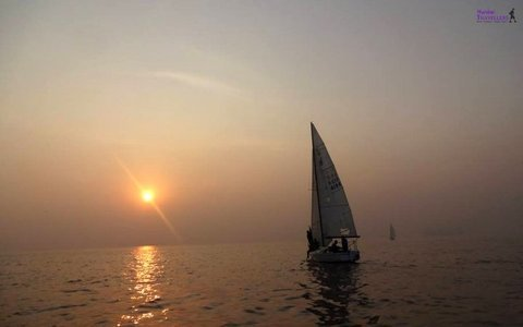 SAILING IN MUMBAI AT GATEWAY OF INDIA