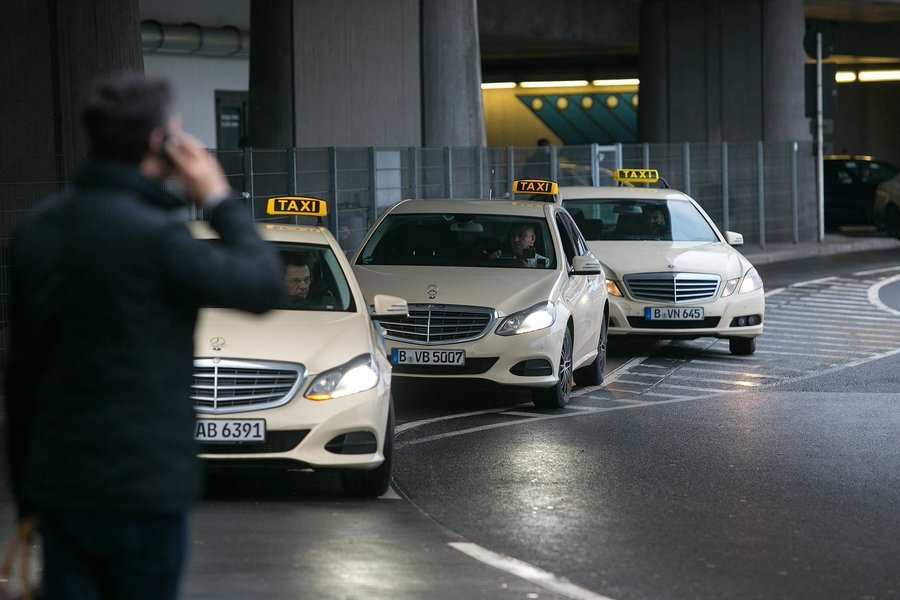 Airport Transfer from Edinburgh Hotel to Edinburgh Airport, Private Transfers in Edinburgh - Tour