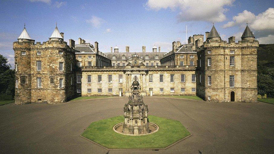 The Royal Edinburgh Experience Walking Tour Tickets in Edinburgh - Tour