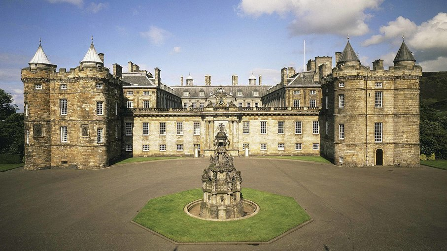 The Royal Edinburgh Experience Walking Tour Tickets in Edinburgh - Tour