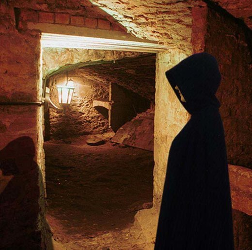 Ghosts and Ghouls with a Drink Walking Tour Tickets in Edinburgh - Tour