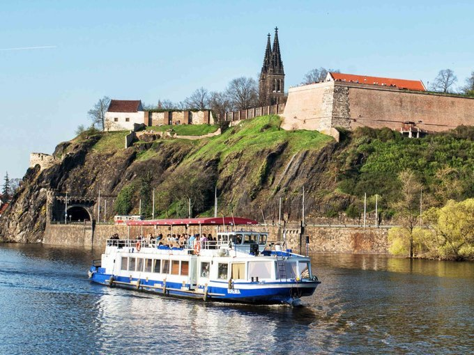 Cruise on the Vltava River, Sightseeing in Prague - Tour