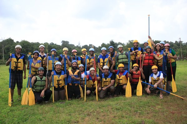 Weekends | Rafting + Lunch + Activities @ Hans Resorts - Tour