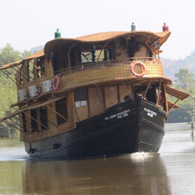 Luxury House Boat Trip - Tour