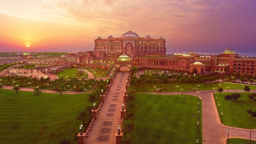 Le Cafe in Emirates Palace Hotel - Tour