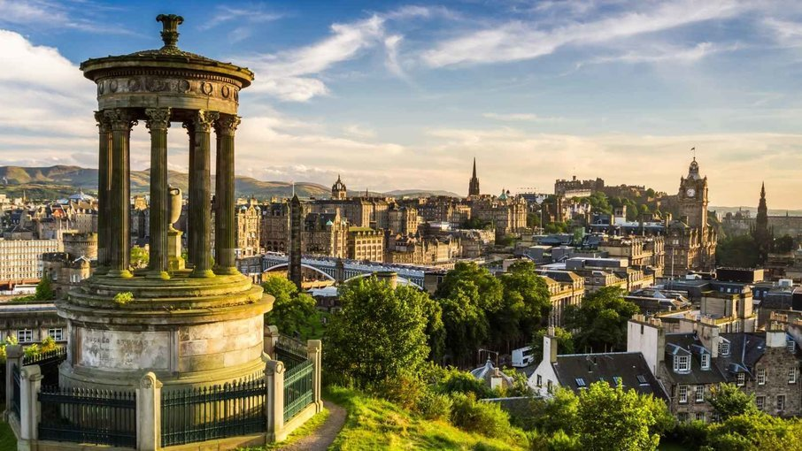 Day Trip to Edinburgh with Bus Tour & Edinburgh Castle Entry - Tour