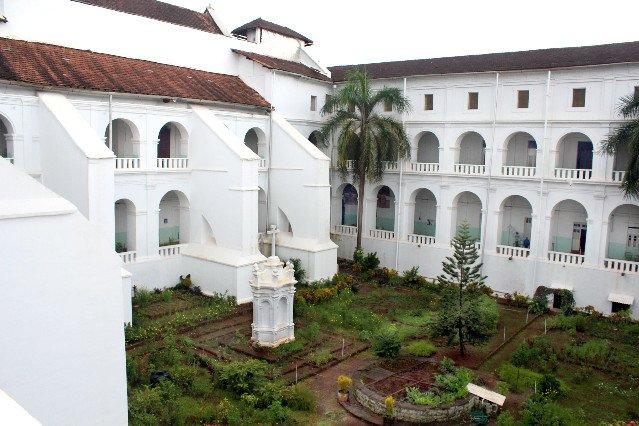 Inside the Royal Monastery - The Santa Monica Convent - Tour