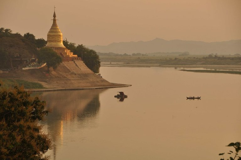 Along the Bank of Irrawaddy - Tour