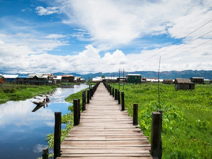 Biking along the east bank of Inle Lake - Tour