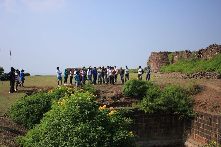 Trek to Fort Malhargad - Tour