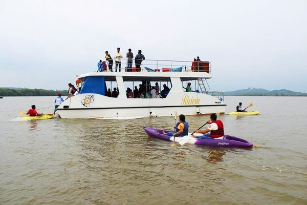 Adventure Boat Party trip in Goa - Tour