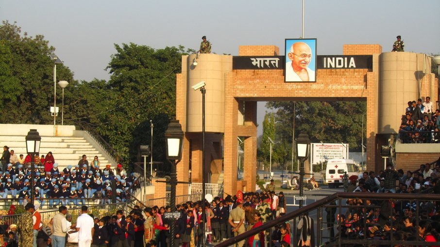 Wagah Beating Retreat Border Ceremony (with Dinner) in Amritsar - Tour