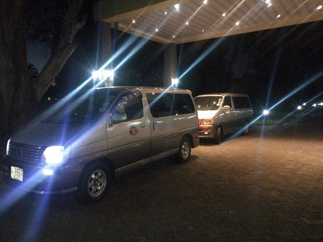 Airport & Hotel Shuttles in Zambia, Zimbabwe and Botswana - Collection