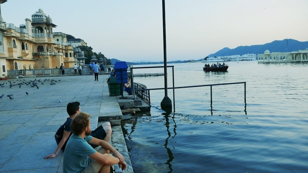 Ghat Walk And Boat Ride In Udaipur - Tour